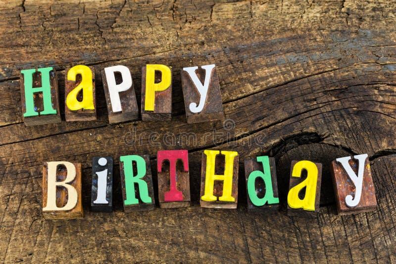 С днем рождения letterpress влюбленности торжества стоковые фотографии rf