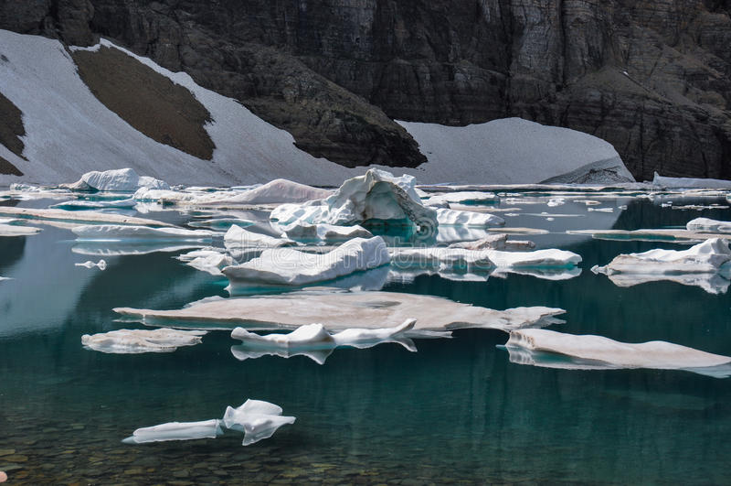 След айсберга в национальном парке ледника, Монтане, США стоковая фотография