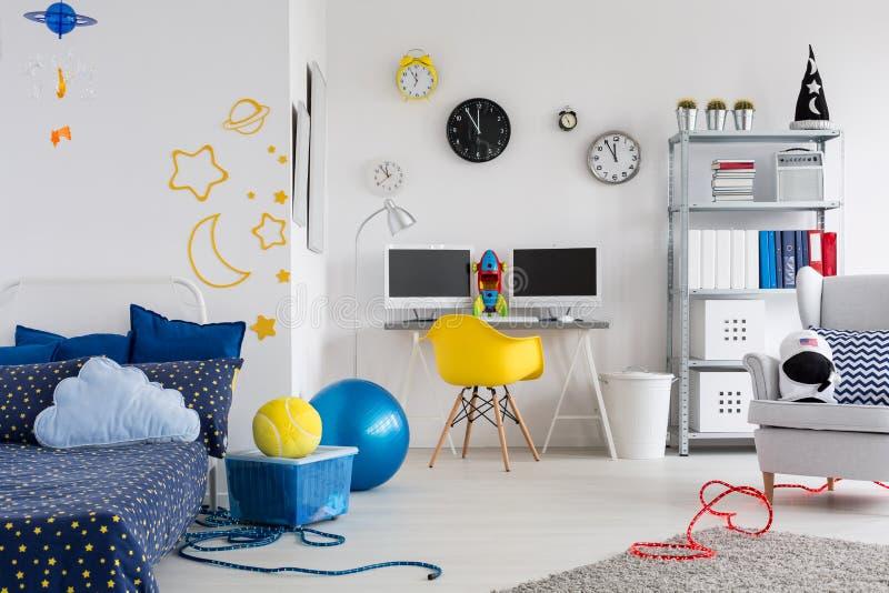 Сделайте комнату отразить хобби вашего ребенка стоковое фото