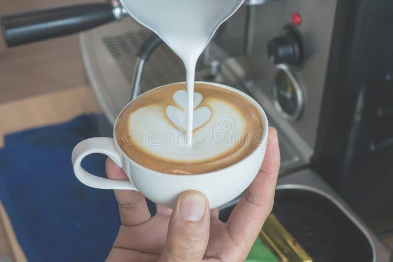 Сделайте кофе искусства latte стоковое изображение