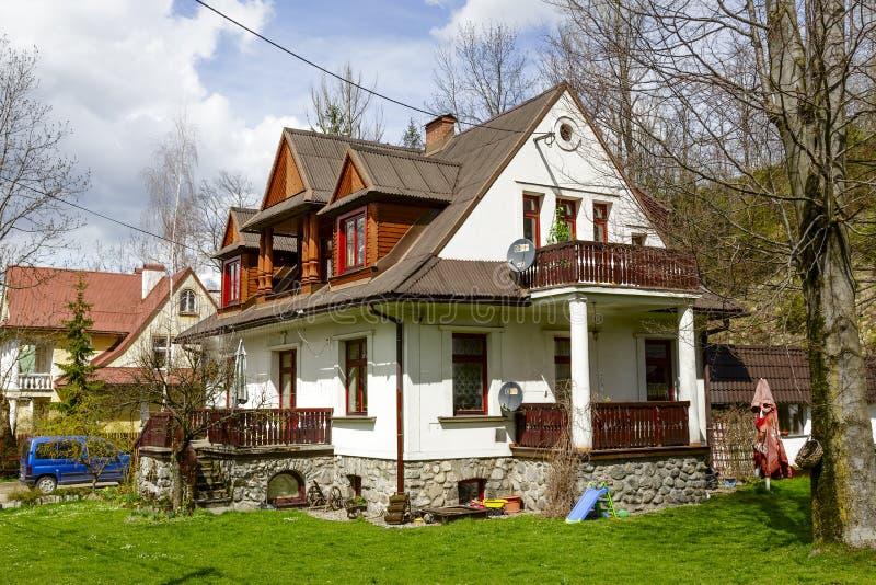 Сделанный из виллы кирпича и древесины в Zakopane стоковая фотография rf