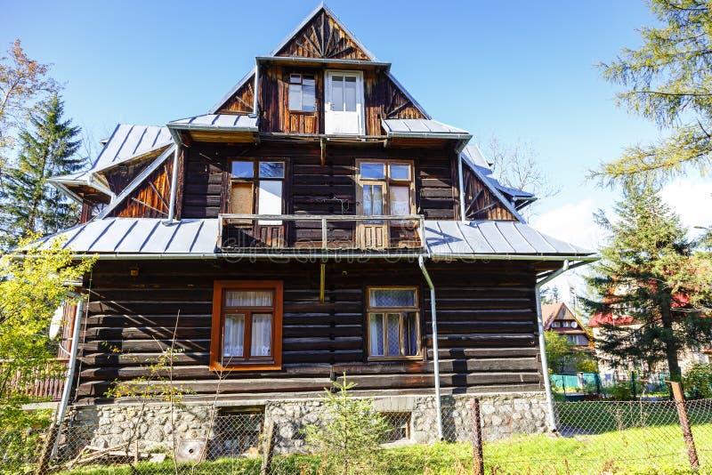 Сделанный из деревянной виллы Orlica в Zakopane стоковые изображения