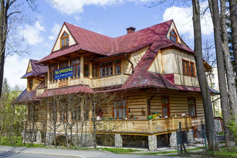 Сделанный из деревянной виллы Promienna в Zakopane стоковая фотография
