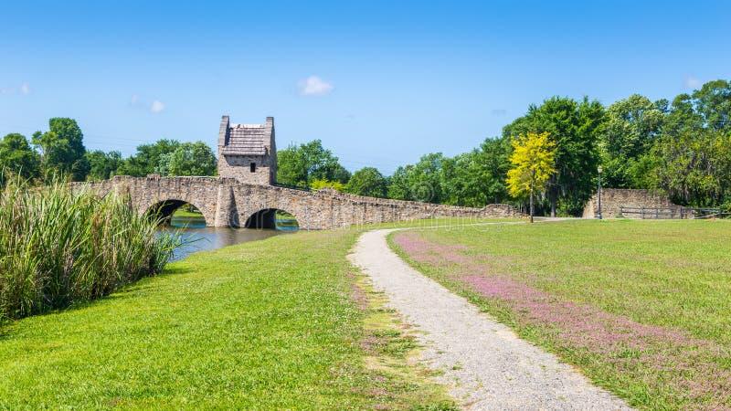 След и мост парка стоковые фотографии rf