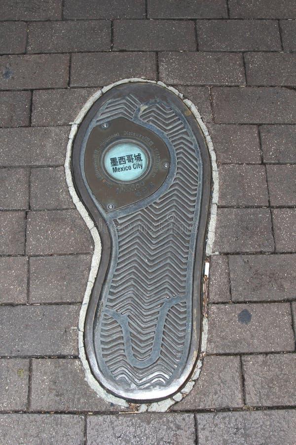 След ноги глобус-рысака который путешествует к Мехико стоковое изображение rf