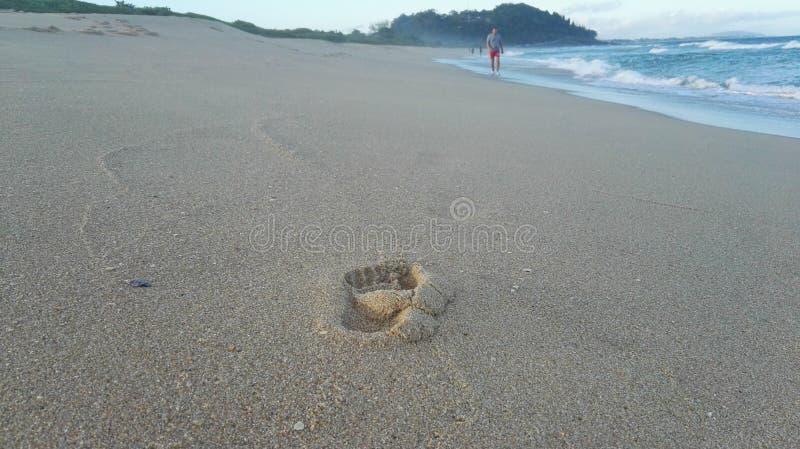 След ноги на пляже Атлантики стоковая фотография rf