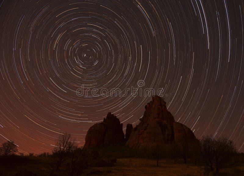 Следы звезды над утесами стоковое фото