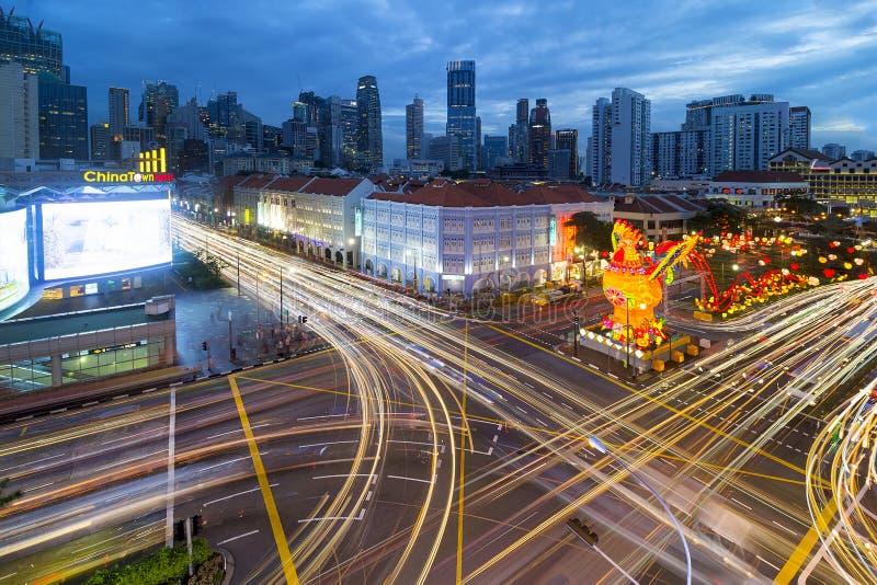 Следы светофора в Сингапуре Чайна-тауне стоковые фотографии rf