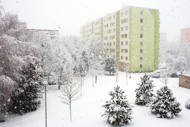 следы снежка силуэта падений железнодорожные тренируют смутное стоковое изображение rf