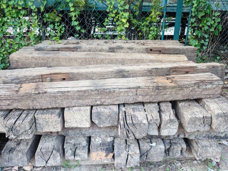 След Abadoned железнодорожный деревянный стоковые фото