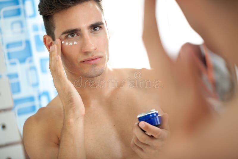 Сливк кожи человека стоковые фото