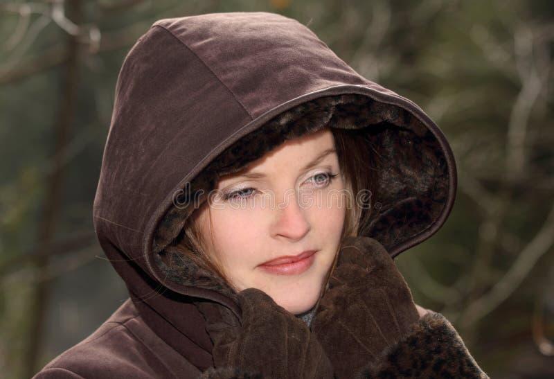 С капюшоном пальто
