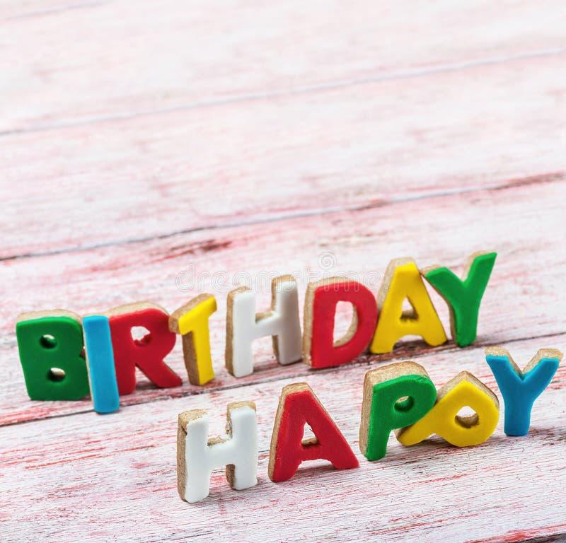 С днем рождения письма от печениь стоковые фото