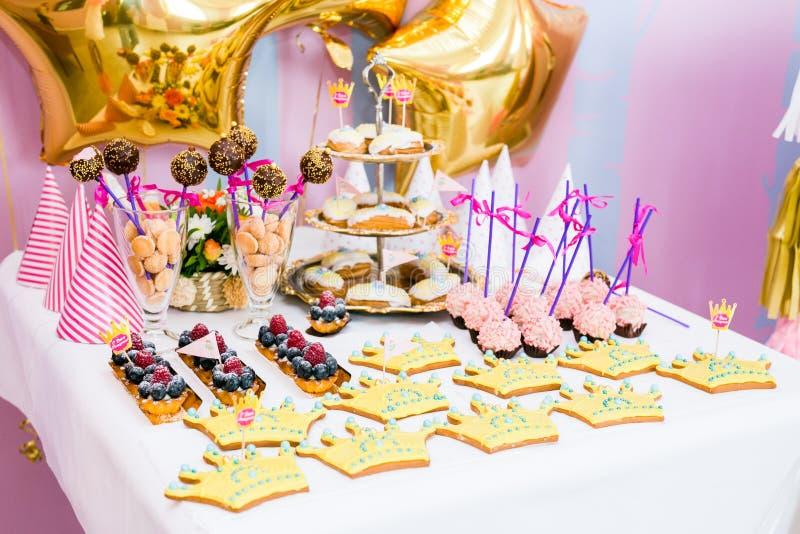 С днем рождения украшения стоковая фотография