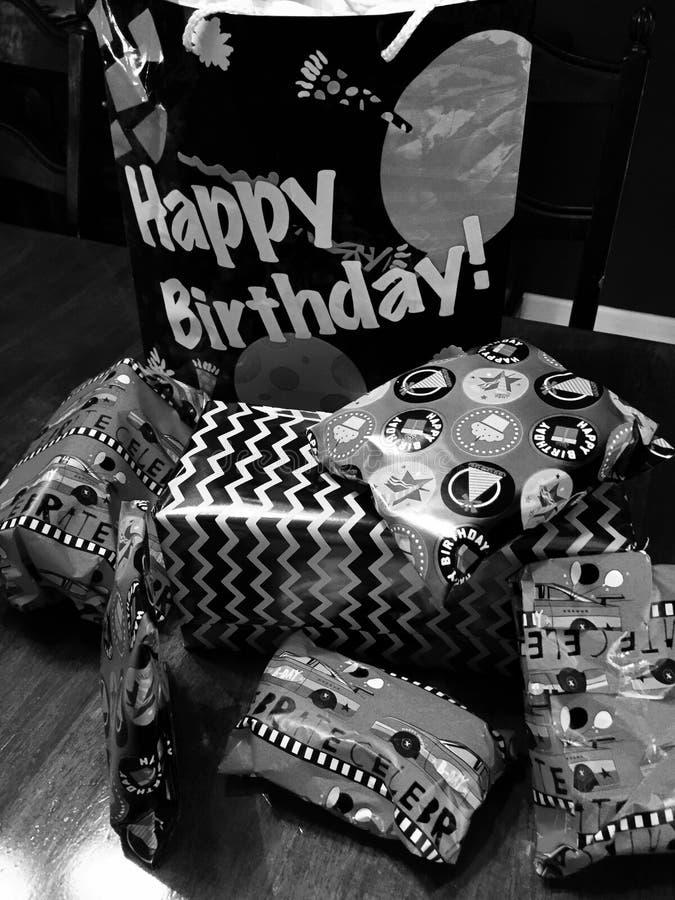 Открытка черно белая с днем рождения мужчине