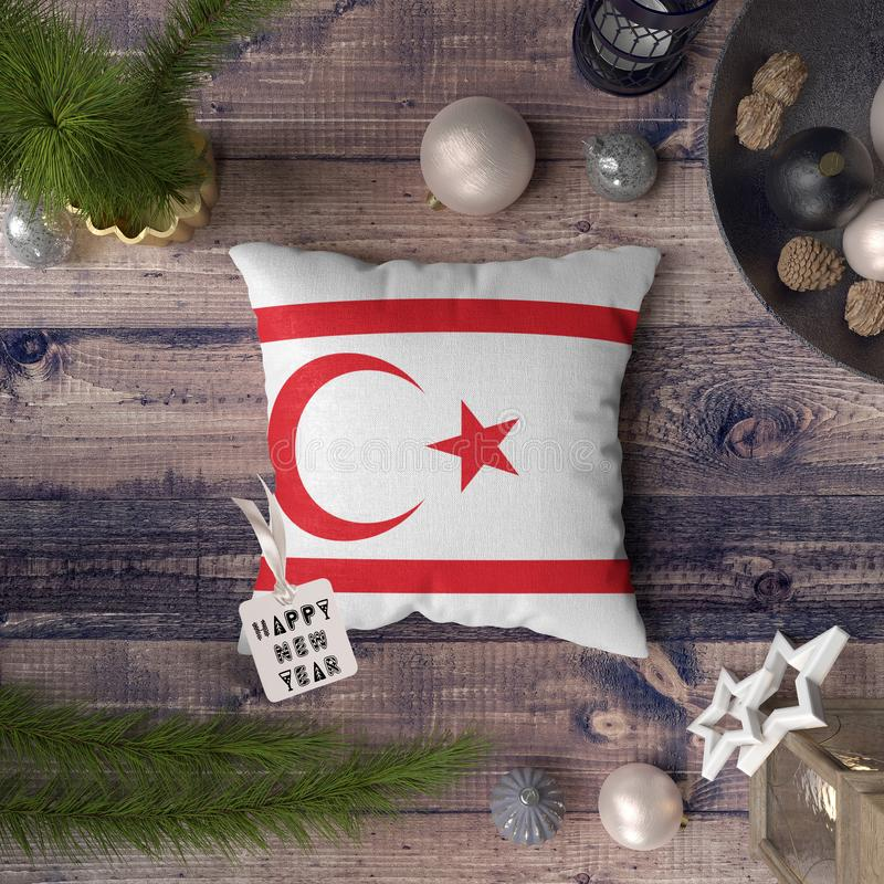 С Новым Годом! бирка с северным флагом Кипра на подушке r стоковое фото rf
