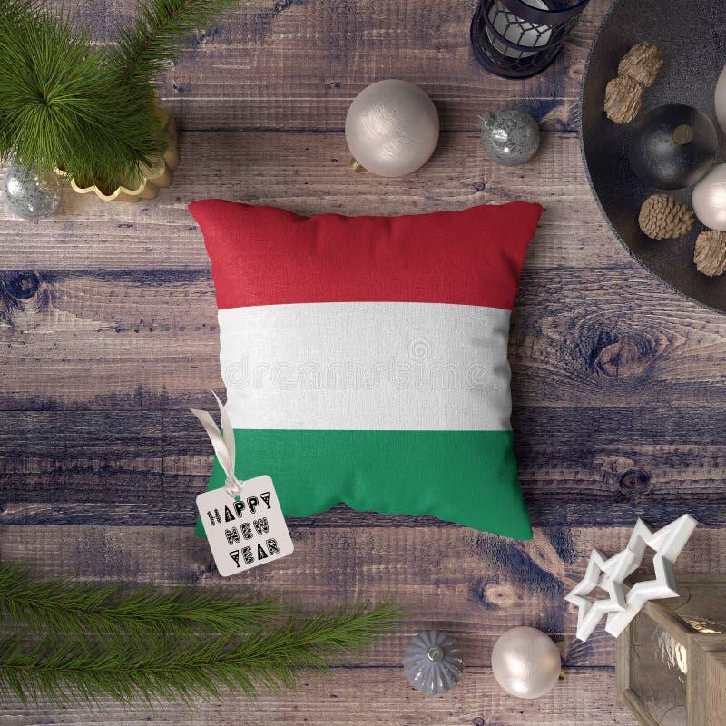 С Новым Годом! бирка с флагом Венгрии на подушке r стоковые изображения