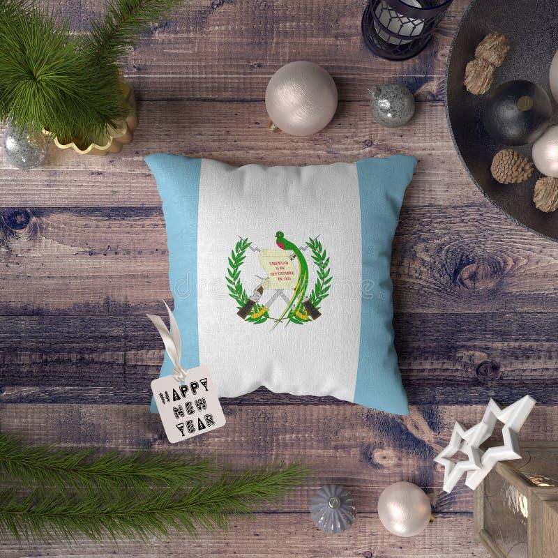 С Новым Годом! бирка с флагом Гватемалы на подушке r стоковые фотографии rf