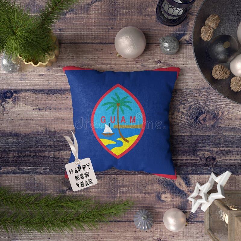 С Новым Годом! бирка с флагом Гуама на подушке r стоковая фотография rf