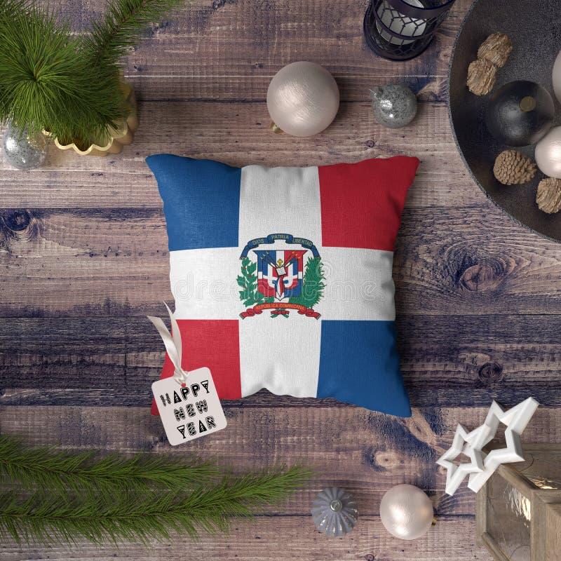 С Новым Годом! бирка с флагом Доминиканской Республики на подушке r стоковые фотографии rf