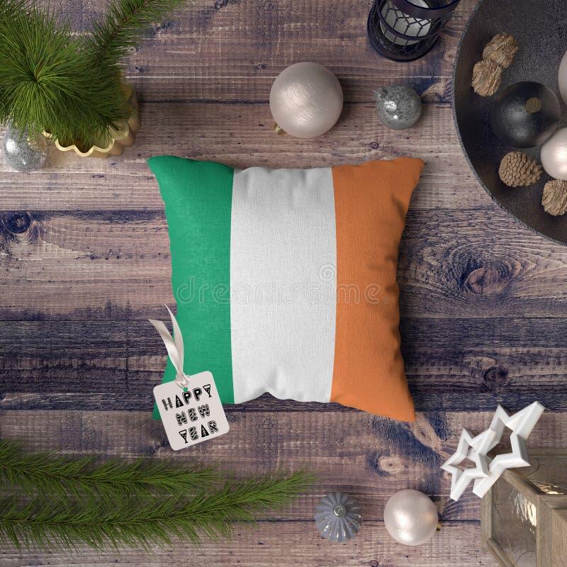 С Новым Годом! бирка с флагом Ирландии на подушке r стоковое фото