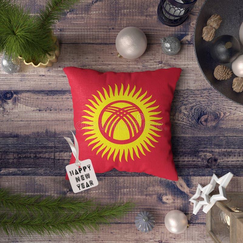 С Новым Годом! бирка с флагом Кыргызстана на подушке r стоковые фотографии rf