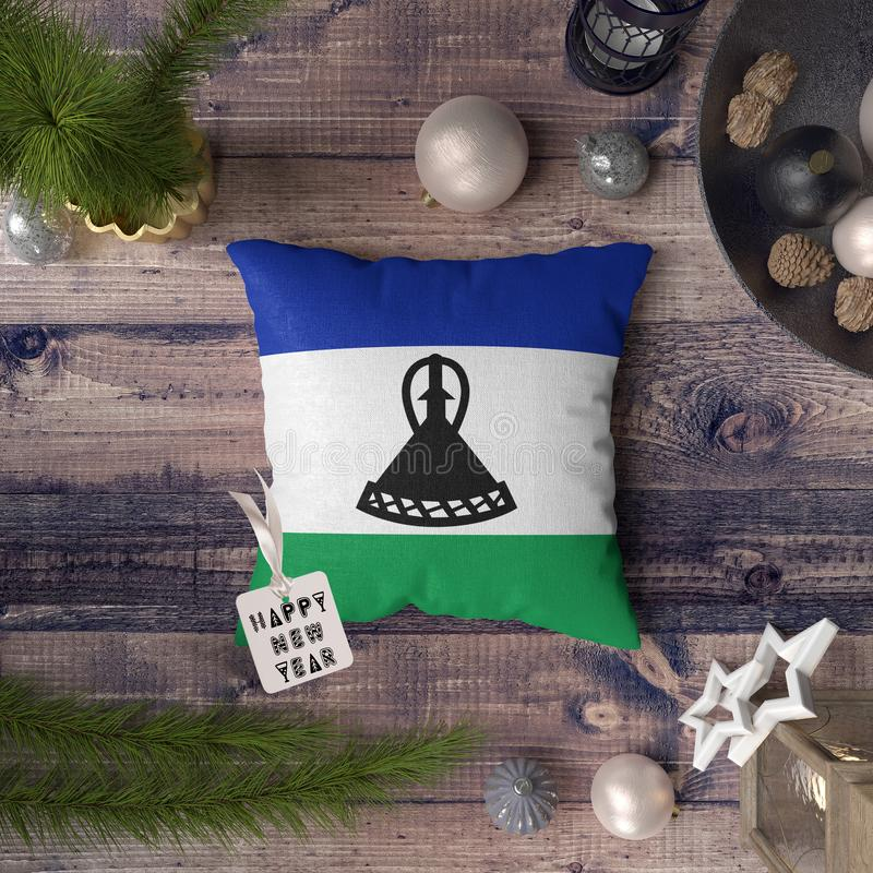 С Новым Годом! бирка с флагом Лесото на подушке r стоковые фото