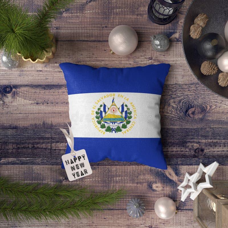 С Новым Годом! бирка с флагом Сальвадора на подушке r стоковое изображение