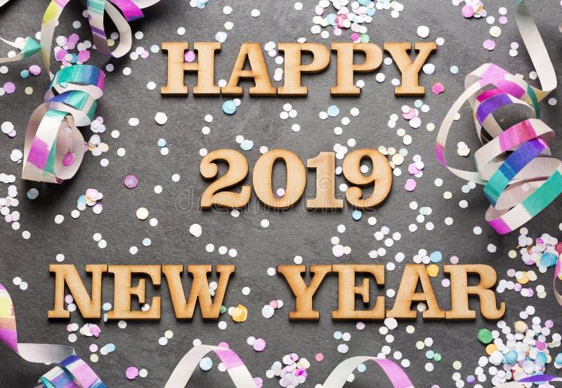 С Новым Годом! 2019 - письма на древесине и черной предпосылке стоковые изображения rf