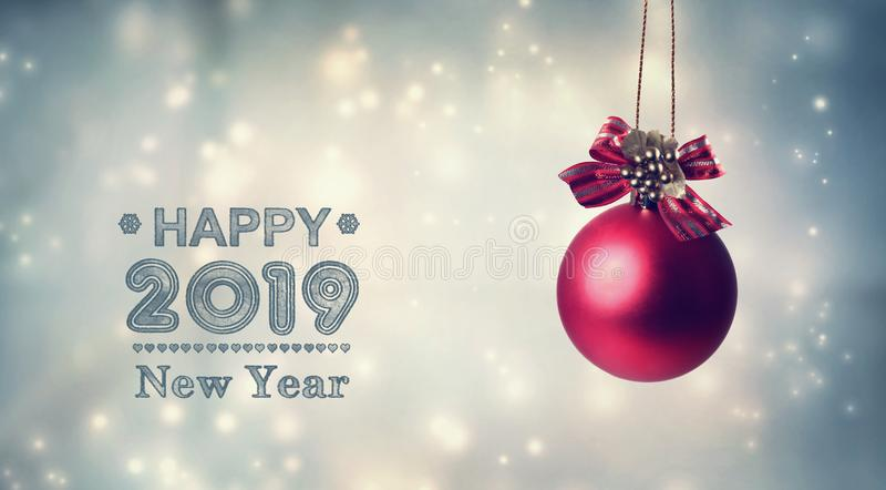 С Новым Годом! сообщение 2019 с вися безделушкой иллюстрация штока