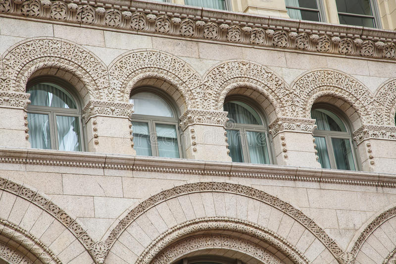 Сдобренное и богато украшенное Windows стоковая фотография