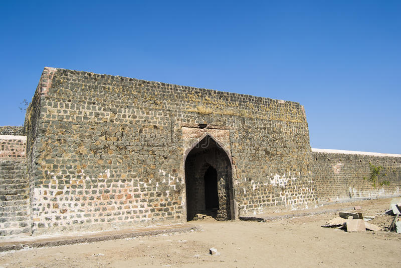 Сдобренное каменное ворот стоковое фото rf