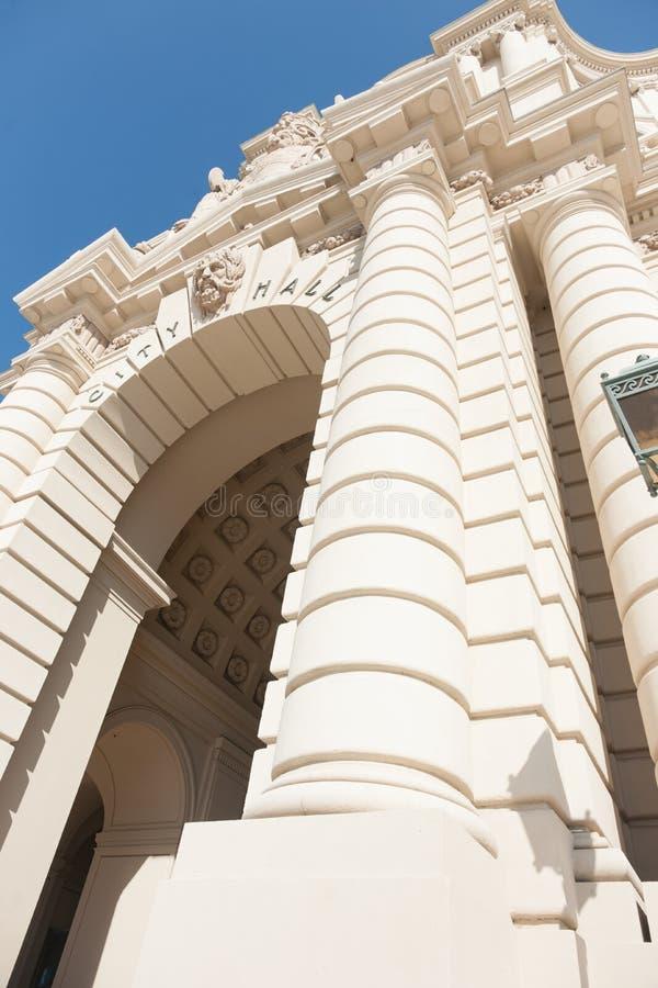 Сдобренный здание муниципалитет Пасадина входа характеристики восточный стоковая фотография