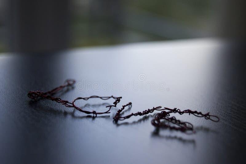 Слово влюбленности созданное используя железную проволоку стоковые изображения rf