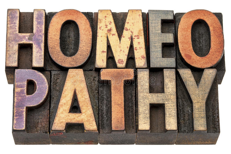 Слово гомеопатии в деревянном типе стоковая фотография