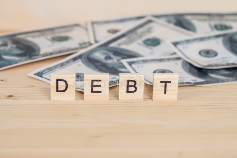 Слово задолженности написанное на древесине стоковое фото rf