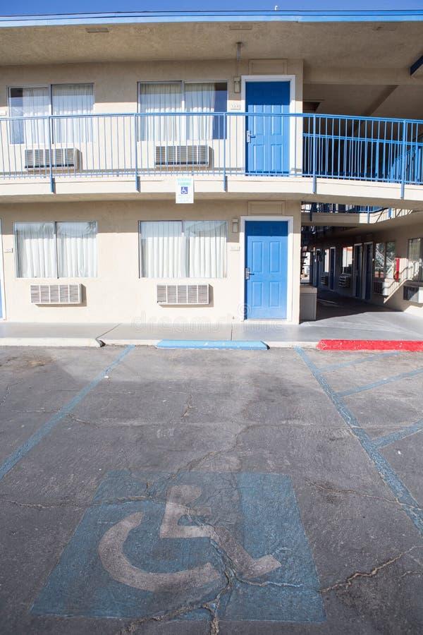 Download с ограниченными возможностями пятно стоянкы автомобилей Стоковое Фото - изображение насчитывающей разрешение, каек: 81801844