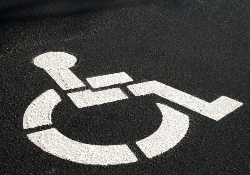 с ограниченными возможностями символ стоянкы автомобилей стоковые изображения rf