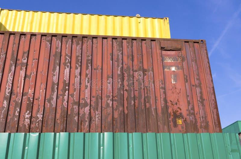 Сложенные вверх контейнеры стоковая фотография