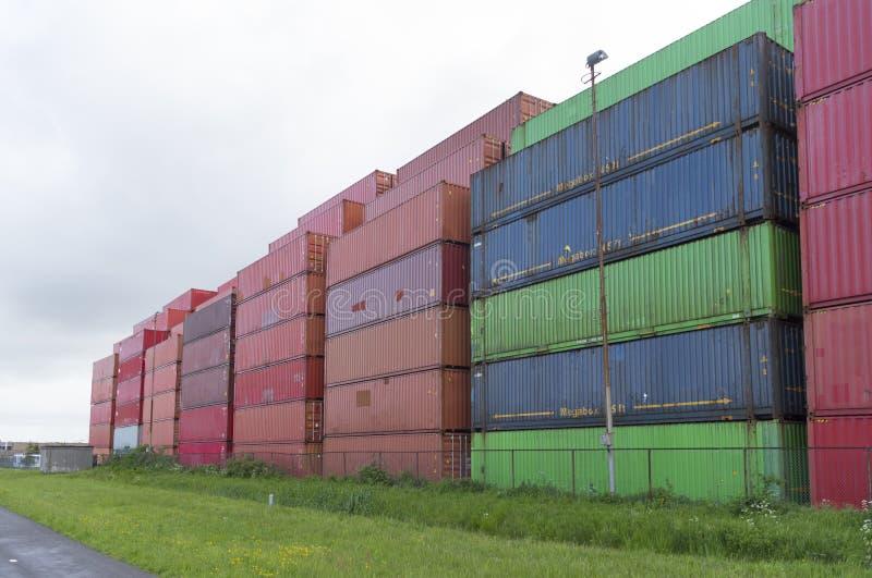 Сложенные вверх контейнеры стоковое фото rf