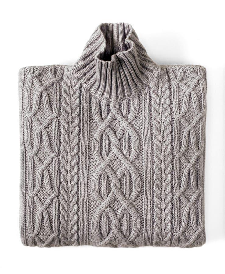 Сложенный серый свитер шеи черепахи с дизайном стоковая фотография