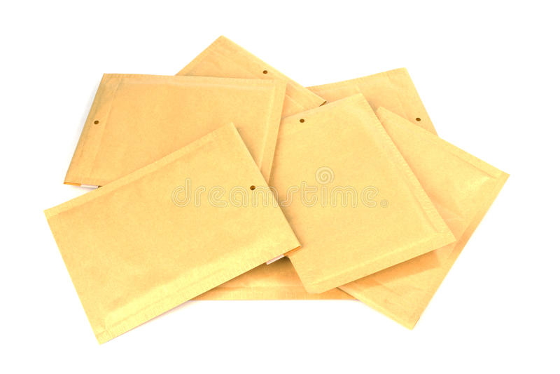 Сложите различным конверты доставки или упаковки размера выровнянные пузырем стоковое изображение