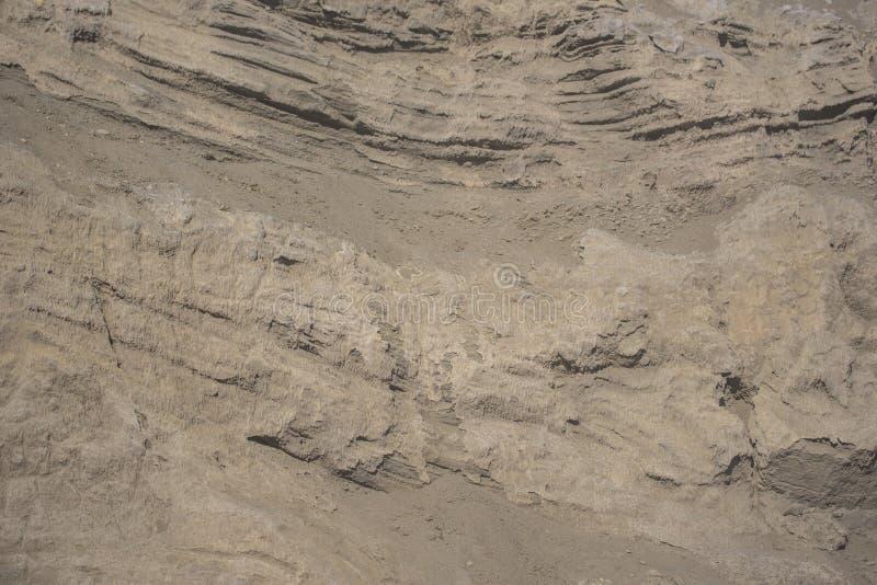 Слои вулканической почвы от вулкана Ява Bromo, Индонезии стоковое фото
