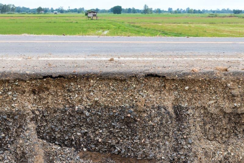 Слои почвы под дорогой и рисовыми полями стоковые фото