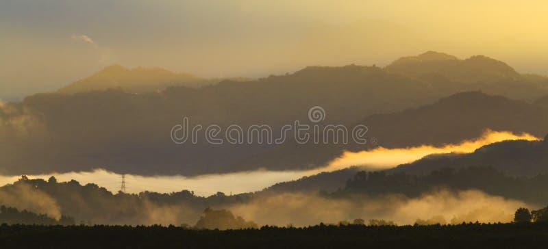 Слои туманных холмов стоковая фотография rf