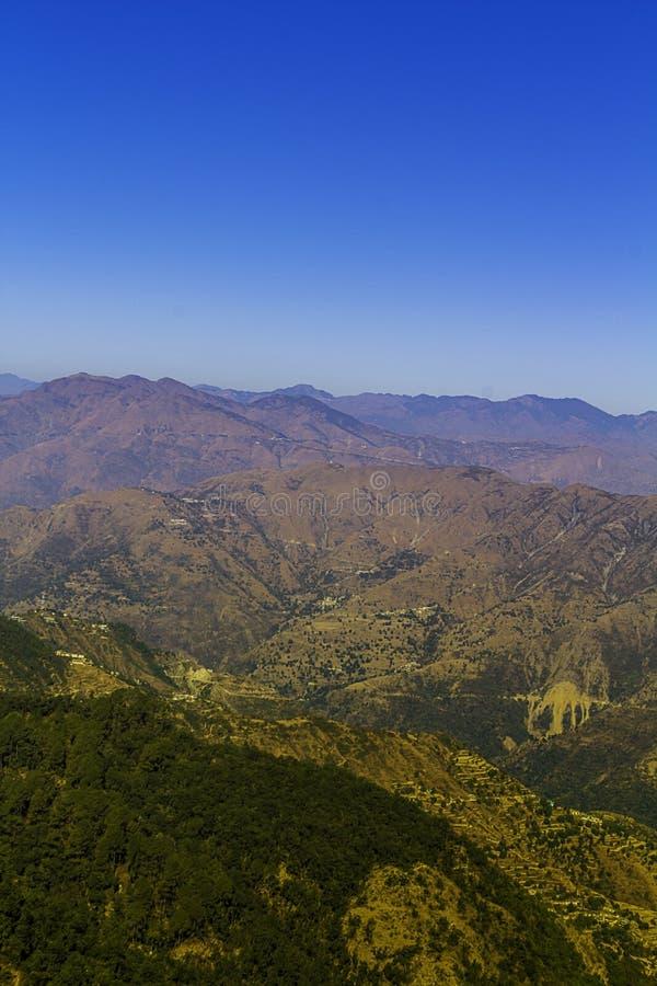 Слой гор в ряде Garhwal гималайском стоковая фотография