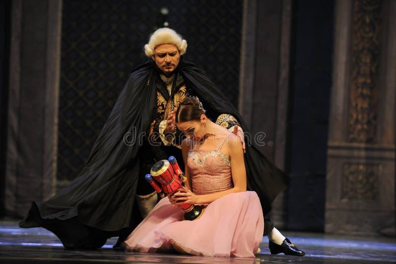Сломанная кукла, Щелкунчик балета Клары унылый- стоковое фото rf