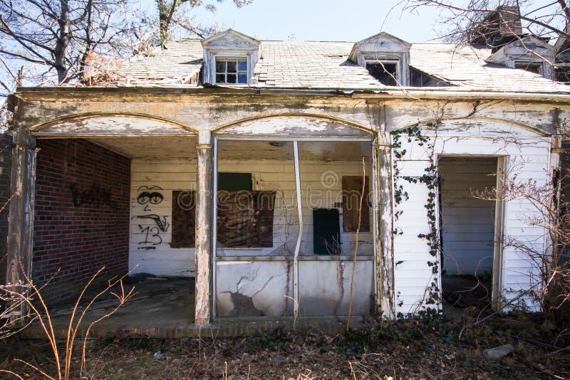 Сломанный вниз с дома стоковые изображения rf