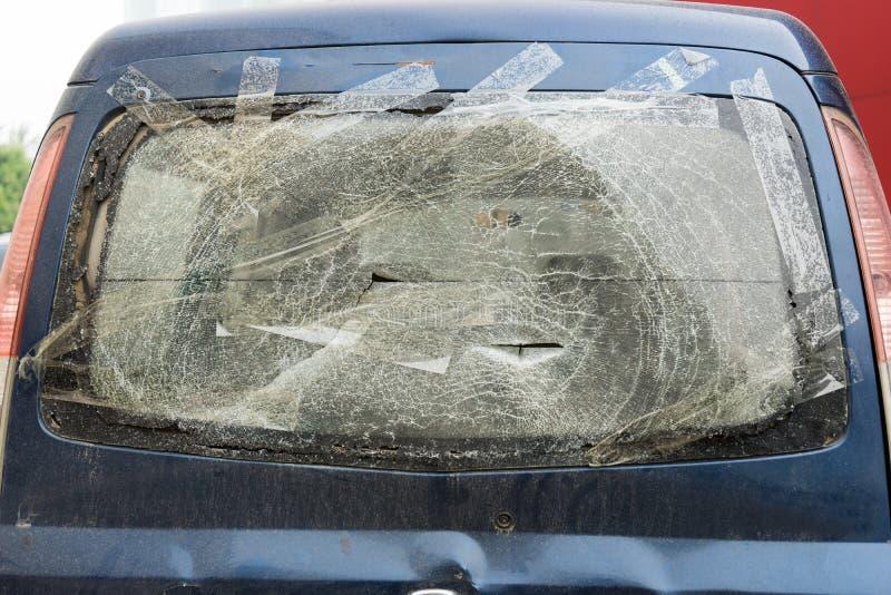 сломленное лобовое стекло стоковое изображение