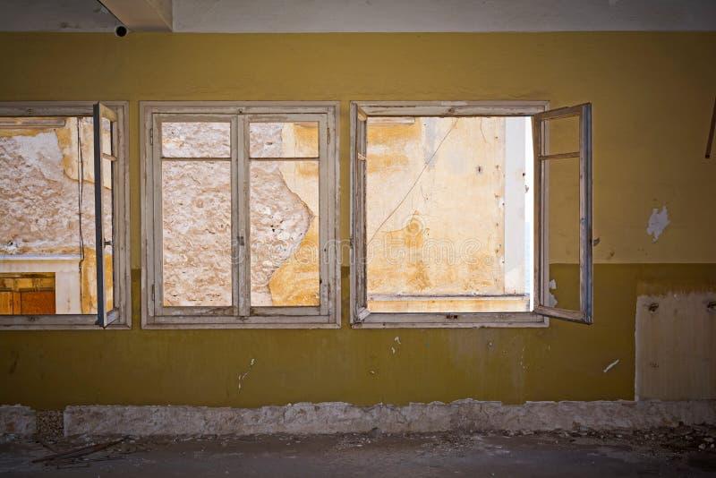 сломленные окна стоковые изображения